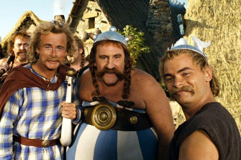 Clovis Cornillac con Gerard Depardieu in una sequenza di Asterix alle Olimpiadi