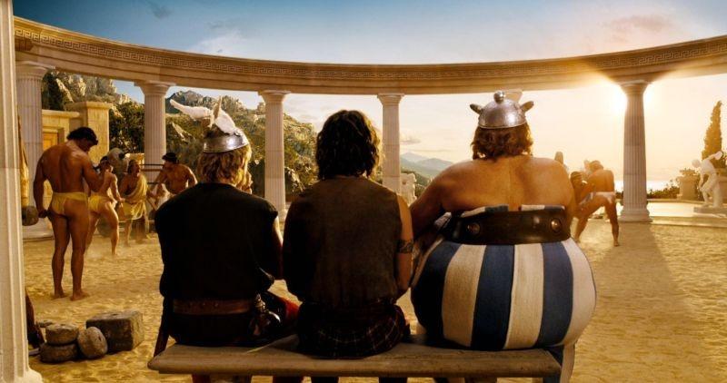 Clovis Cornillac con Gerard Depardieu in una scena di Asterix alle Olimpiadi