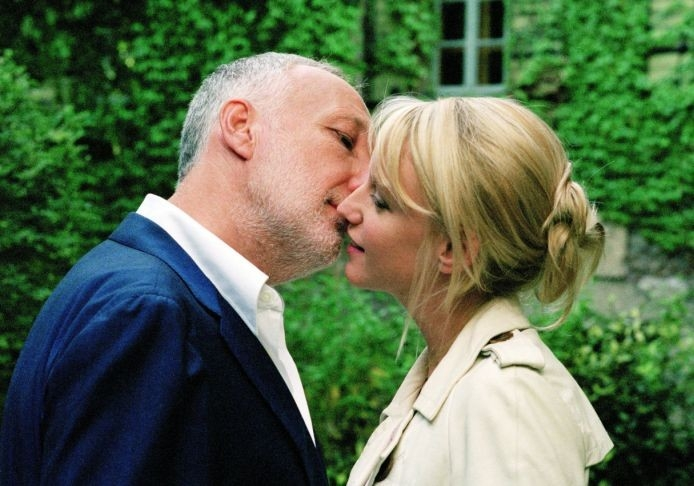Ludivine Sagnier e François Berléand in una sequenza del film L'innocenza del peccato