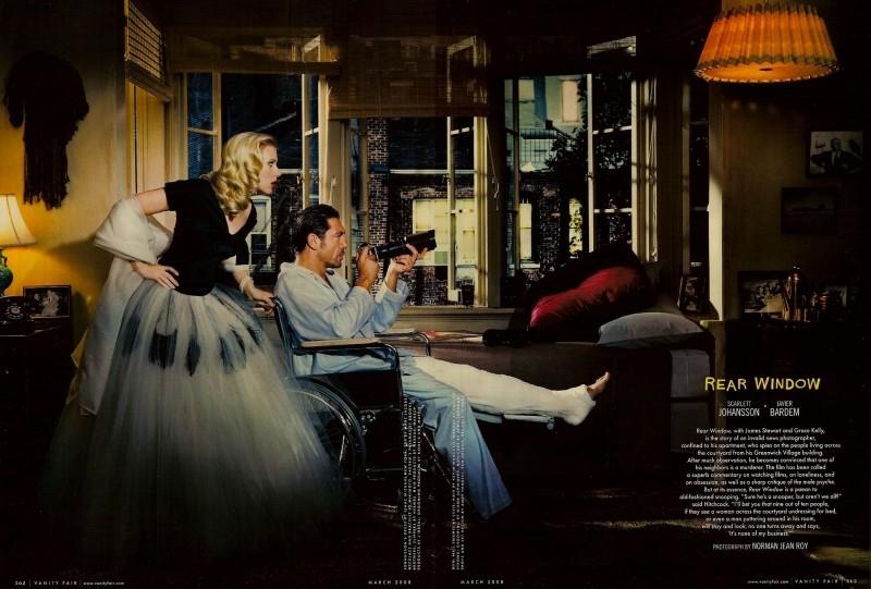 Scarlett Johansson e Javier Bardem in una delle immagini dell'omaggio a Hitchcock di Vanity Fair (2008)