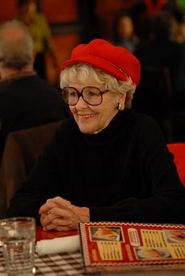 Elaine Stritch in una scena dell'episodio 'Ludachristmas Party' della seconda stagione di 30 Rock