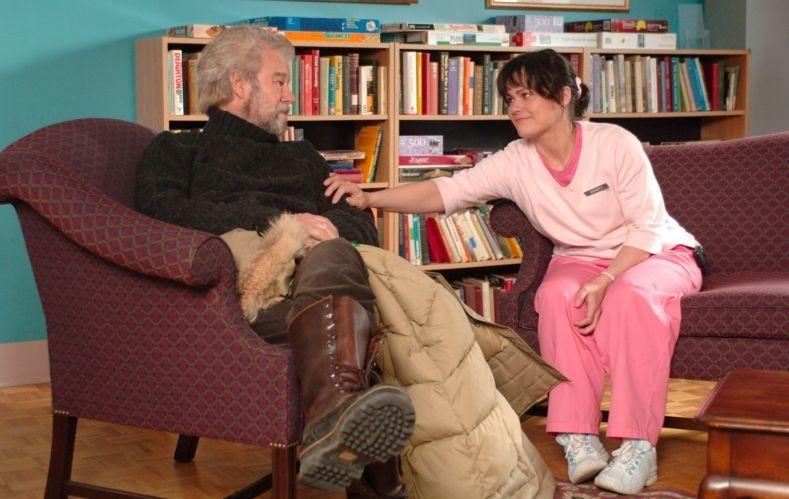 Gordon Pinsent e Kristen Thomson in una sequenza di Away from Her - Lontano da lei