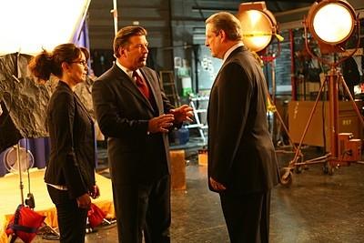 Tina Fey, Alec Baldwin e Al Gore in una scena dell'episodio 'Greenzo' della seconda stagione di 30 Rock
