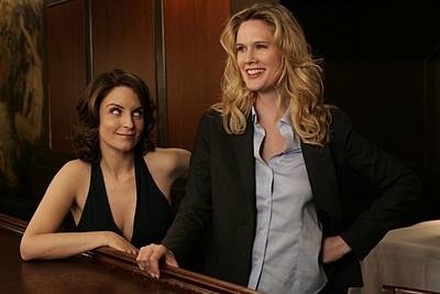 Tina Fey e Stephanie March in una scena dell'episodio 'Blind Date' della prima stagione di  30 Rock