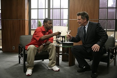 Tracy Morgan e Alec Baldwin in una scena dell'episodio 'The Rural Juror' della prima stagione di 30 Rock