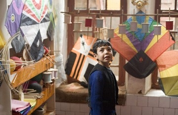 Ahmad Khan Mahmoodzada in una scena de Il cacciatore di aquiloni
