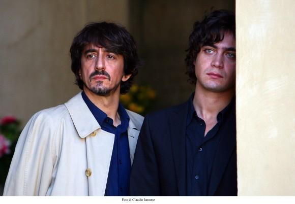 Riccardo Scamarcio con Sergio Rubini in un'immagine del film Colpo d'occhio, diretto dallo stesso Rubini