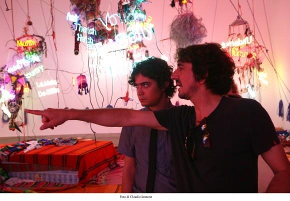 Riccardo Scamarcio con Sergio Rubini in una suggestiva immagine del film Colpo d'occhio