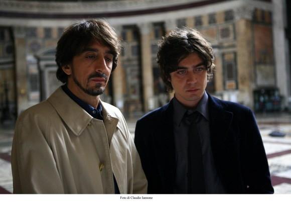 Riccardo Scamarcio con Sergio Rubini in un'immagine del film Colpo d'occhio
