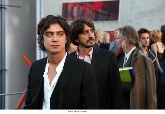 Scamarcio con Sergio Rubini in un'immagine del film Colpo d'occhio diretto dallo stesso Rubini