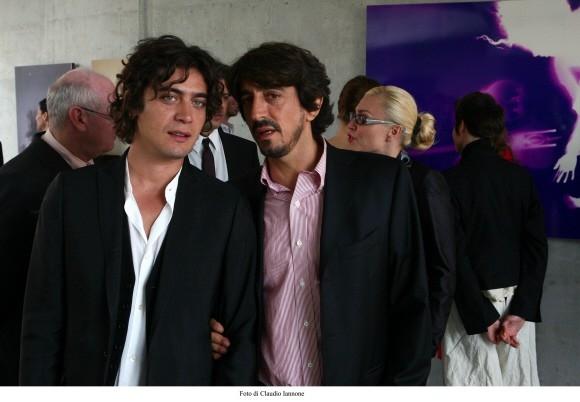 Riccardo Scamarcio con Sergio Rubini in un'immagine del film Colpo d'occhio diretto dallo stesso Rubini