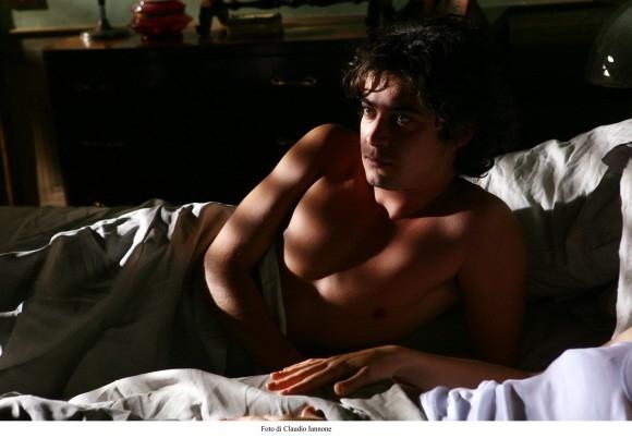 Il sexy Riccardo Scamarcio in un'immagine del thriller Colpo d'occhio
