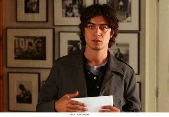 Riccardo Scamarcio in una scena del film di Sergio Rubini, Colpo d'occhio
