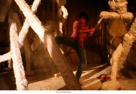 Riccardo Scamarcio in una sequenza del film Colpo d'occhio