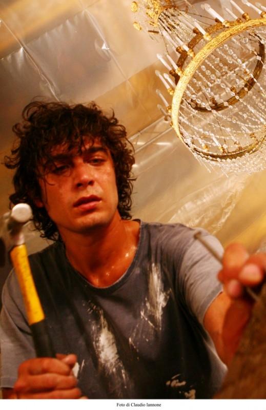 Riccardo Scamarcio in una sequenza del thriller Colpo d'occhio