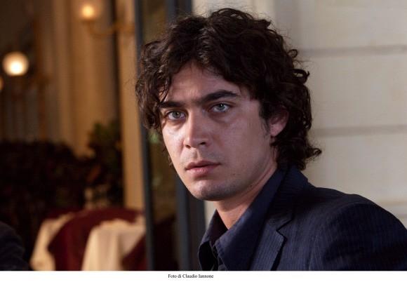 Un primo piano di Scamarcio nel film di Sergio Rubini, Colpo d'occhio