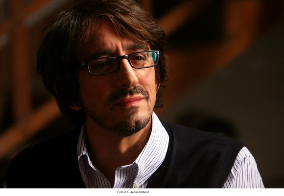 Il fascinoso Sergio Rubini in un'immagine del thriller Colpo d'occhio