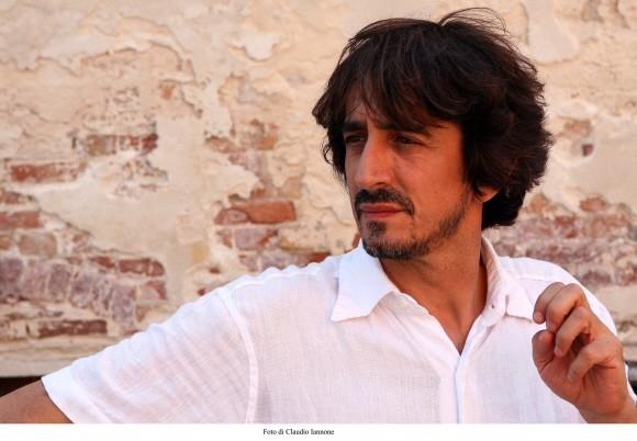 L'attore e regista Sergio Rubini in una scena del thriller Colpo d'occhio