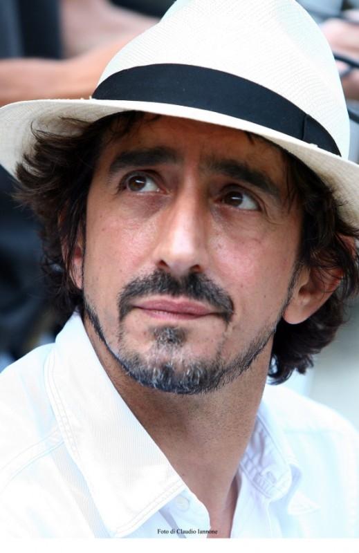 Sergio Rubini in una scena del thriller Colpo d'occhio, da lui diretto