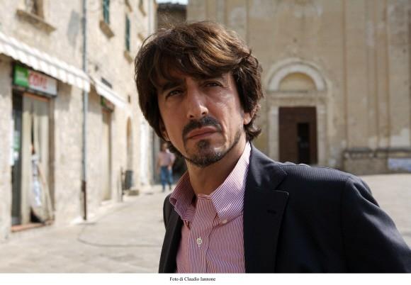 Sergio Rubini in una scena del thriller da lui diretto, Colpo d'occhio