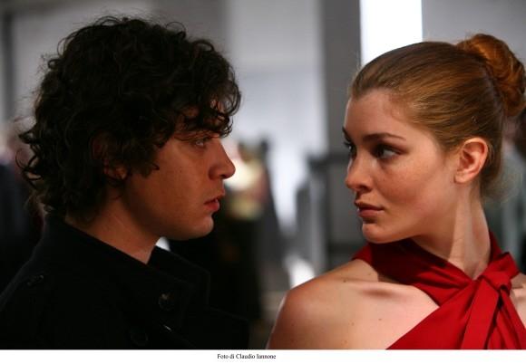 Una seducente Vittoria Puccini e Riccardo Scamarcio in un'immagine del film Colpo d'occhio