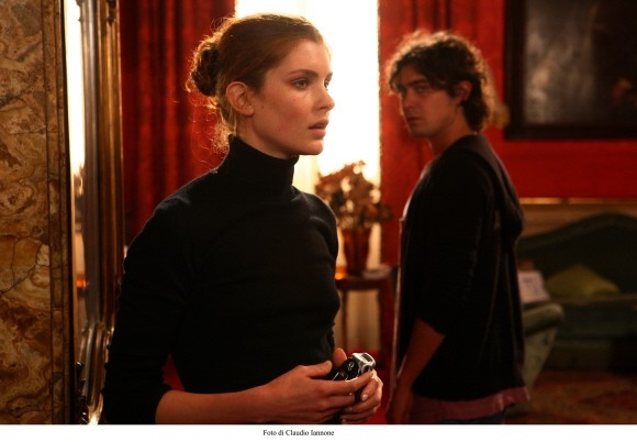Vittoria Puccini e Riccardo Scamarcio in una sequenza del thriller Colpo d'occhio