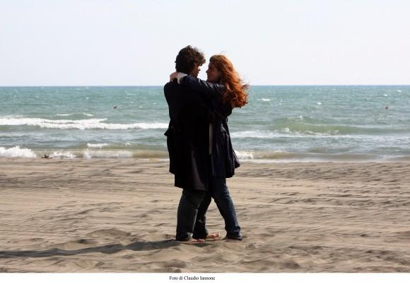 Riccardo Scamarcio e Vittoria Puccini in una sequenza del film Colpo d'occhio