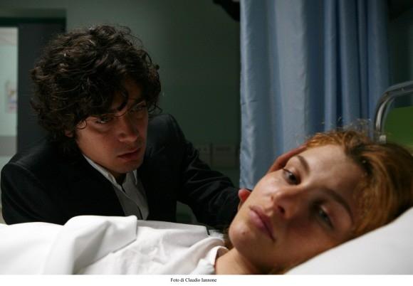 Vittoria Puccini e Riccardo Scamarcio in una sequenza di Colpo d'occhio, thriller diretto da Sergio Rubini