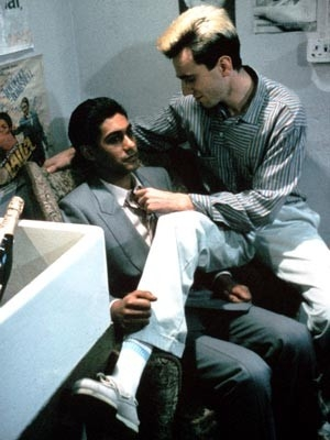 Gordon Warnecke e Daniel Day-Lewis in una scena di My Beautiful Laundrette