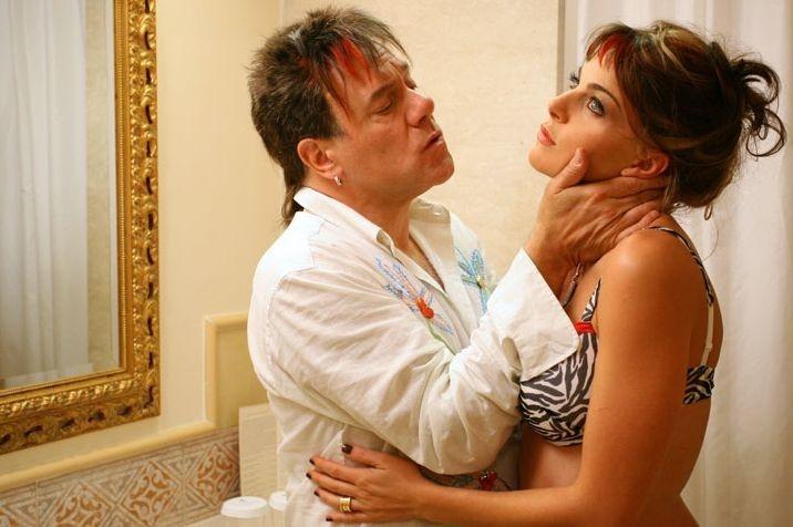 Carlo Verdone e Claudia Gerini in una scena del film Grande, grosso e... Verdone