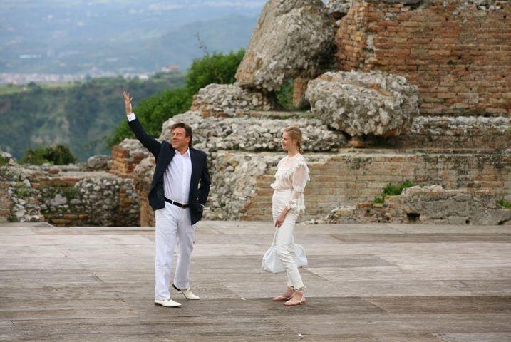 Carlo Verdone e Eva Riccobono nel terzo atto del film Grande, grosso e... Verdone