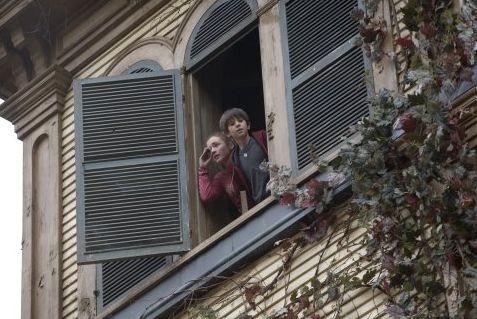Freddie Highmore e Sarah Bolger in una scena de Le cronache di Spiderwick