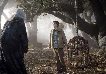 Freddie Highmore in una spaventosa scena de Le cronache di Spiderwick