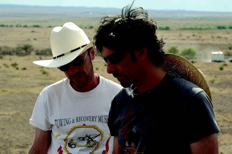 Joel e Ethan Coen sul set del film 'Non è un paese per vecchi',