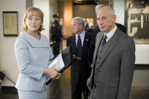Meryl Streep e Alan Arkin in una scena di Rendition