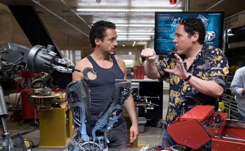 Robert Downey Jr. con il regista Jon Favreau sul set di Iron Man
