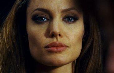 Un primo piano di Angelina Jolie in Wanted