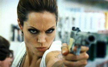 Una minacciosa Angelina Jolie in Wanted