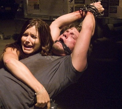 Il panico di Sophia Bush e Zachary Knighton in The Hitcher