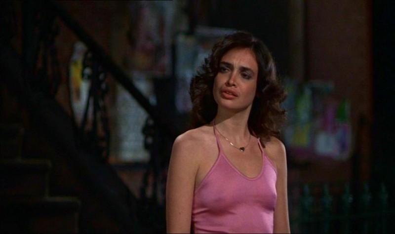 Deborah Van Valkenburgh in una scena de I GUERRIERI DELLA NOTTE