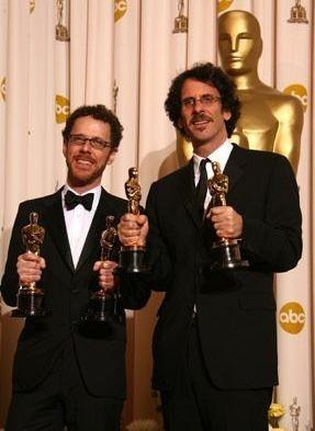 Academy Awards 2008: Joel ed Ethan Coen, vincitori delle statuette per la sceneggiatura, la regia e per il miglior film con Non è un paese per vecchi.