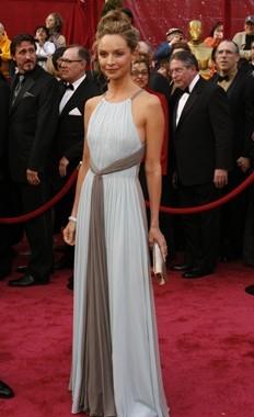 Calista Flockhart sul tappeto rosso degli 80° Academy Awards.