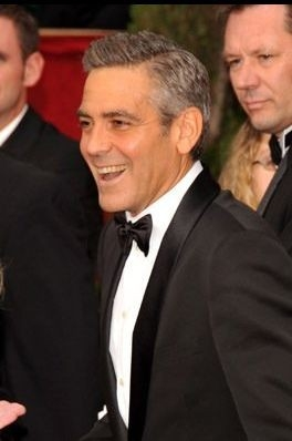 George Clooney sul tappeto rosso degli 80° Academy Awards.