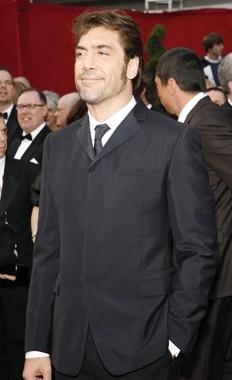 Javier Bardem sul tappeto rosso degli 80° Academy Awards.