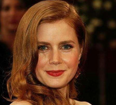 La deliziosa Amy Adams sul tappeto rosso degli 80° Academy Awards.