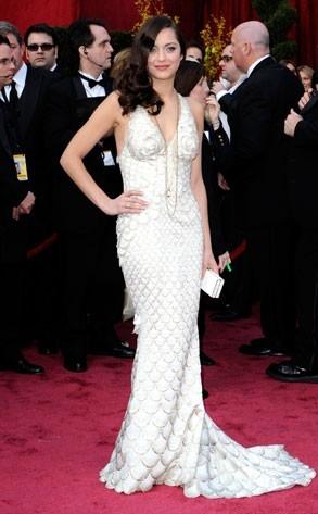 una splendida Marion Cotillard sul tappeto rosso degli 80° Academy Awards.