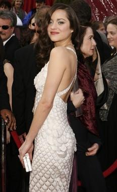 Marion Cotillard sul tappeto rosso degli 80° Academy Awards.