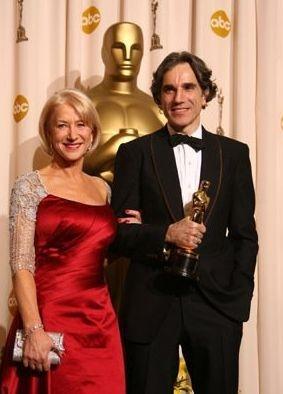 Oscar 2008: Dame Helen Mirren con Daniel Day-Lewis vincitore della statuetta come miglior attore protagonista per il suo ruolo ne Il petroliere