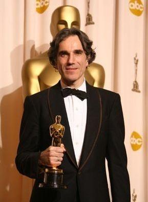 Oscar 2008: Daniel Day-Lewis vince la statuetta come miglior attore protagonista per il suo ruolo ne Il petroliere