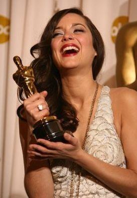 Oscar 2008: Marion Cotillard vince la statuetta come miglior attrice protagonista per La vie en rose